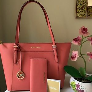 NWT Michael Kors Leather Large Tote &Wallet Set
